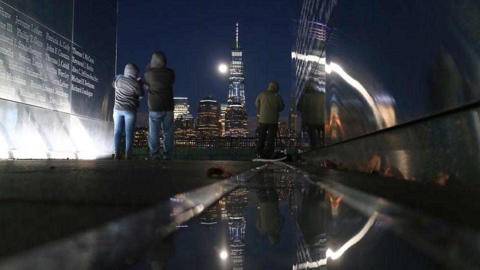 Жители Нью-Йорка наблюдают за редким астрономическим явлением