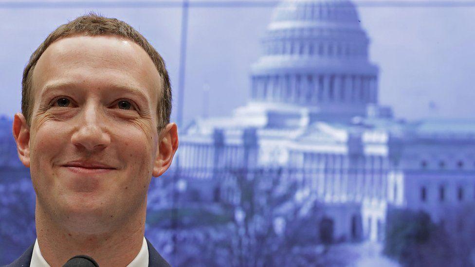 """Mark Zuckerberg, el joven """"extremadamente divertido"""" y con fama de """"bicho raro"""" que creó Facebook en su cuarto de Harvard"""