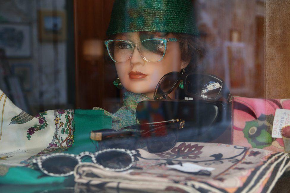 A shop mannequin advertising glasses