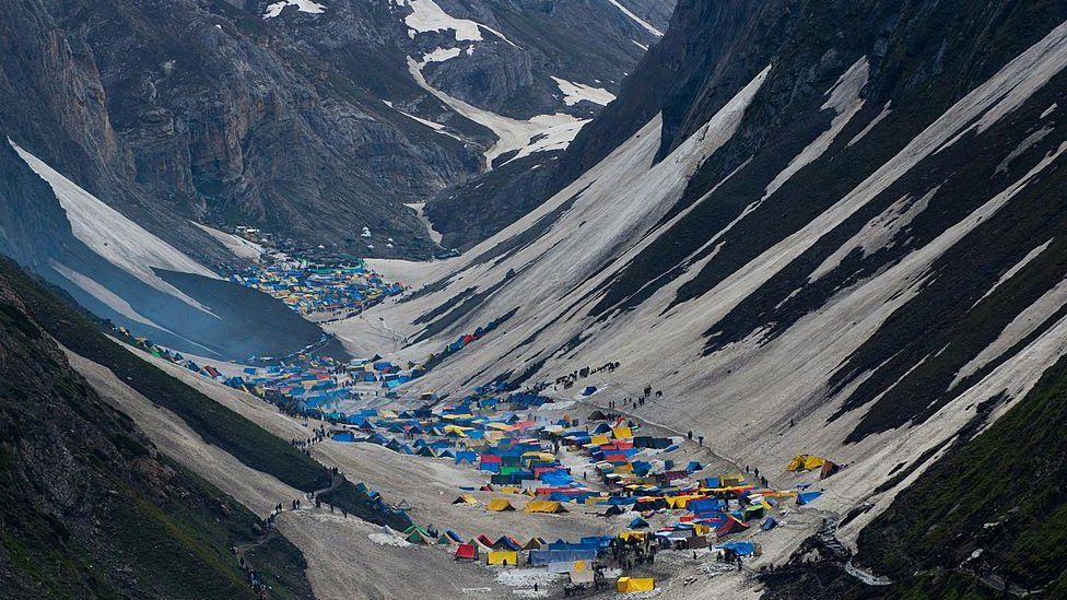 Hindu pilgrims camping outside Amarnath caves