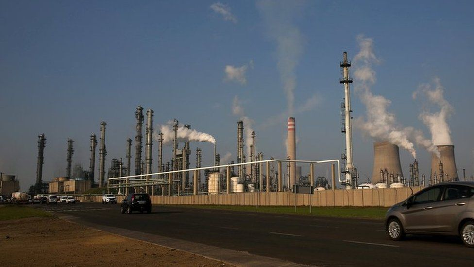 South African petro-chemical company Sasol's synthetic fuel plant in Secunda, north of Johannesburg (file photo)