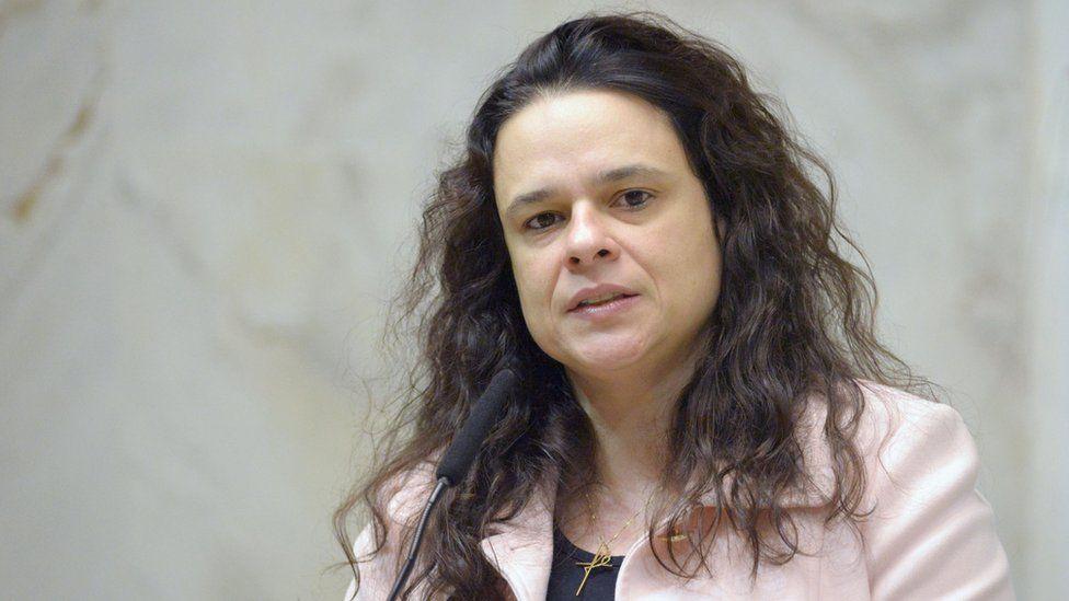 Pessoas que cercam Bolsonaro alimentam visão conspiratória que o está afundando, diz Janaina Paschoal