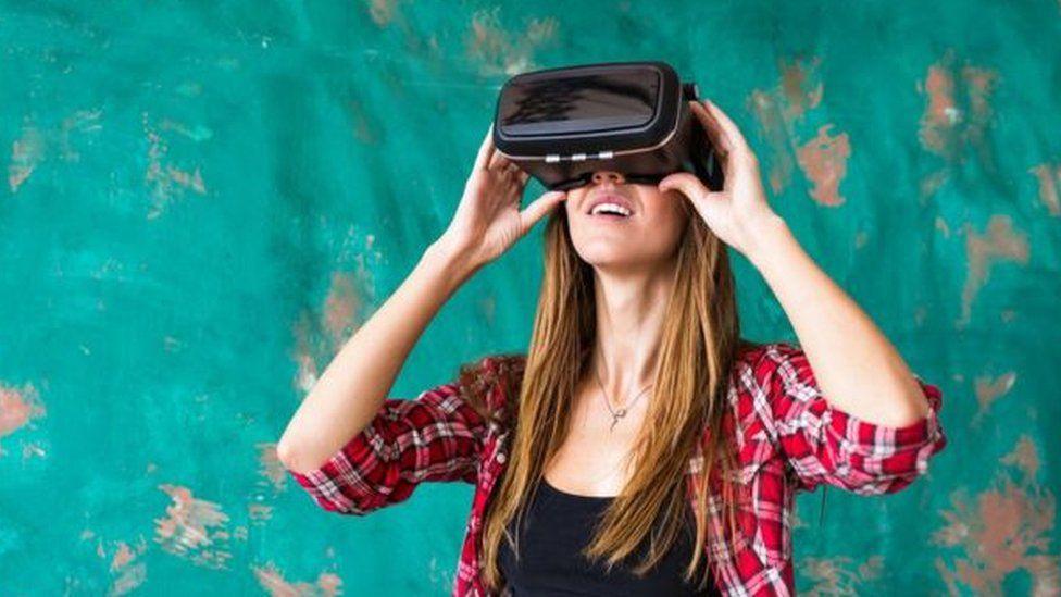"""تقنية الواقع الافتراضي """"قد تساعد في علاج"""" الدوار البصري"""
