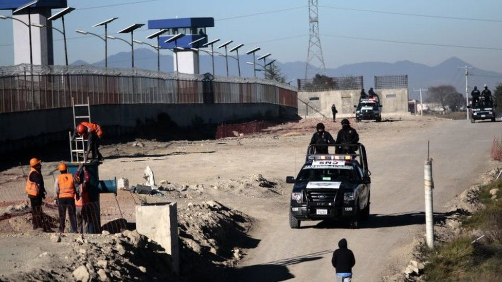 "Federal Police officers patrol the surrounding of the Almoloya prison where drug kingpin Joaquin Guzman Loera ""El Chapo Guzman"" was readmitted on the eve, in Almoloya de Juarez, Mexico, on 9 January, 2016."