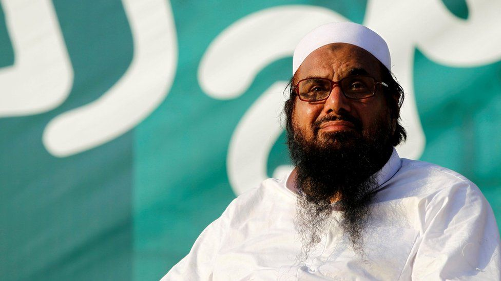 """Hafiz Muhammad Saeed, chief of the banned Islamic charity Jamaat-ud-Dawa, looks over the crowed as they end a """"Kashmir Caravan"""" from Lahore with a protest in Islamabad, Pakistan on 20 July 2016"""