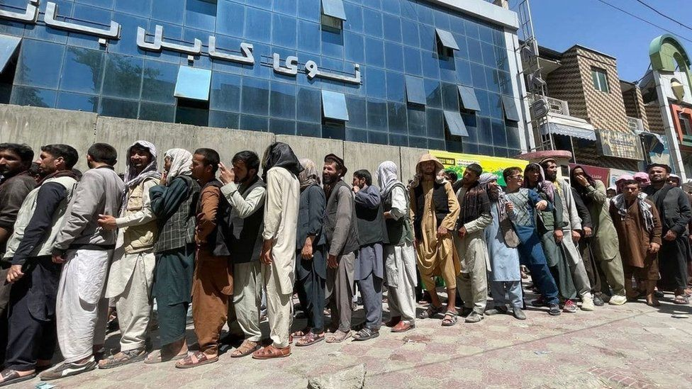 Long queues outside banks in Kabul on 25 August 2021