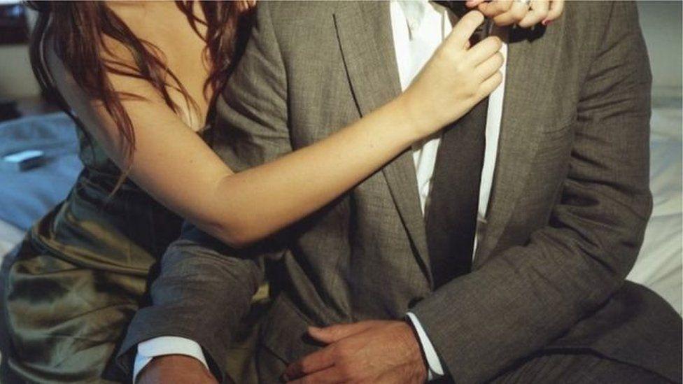 Une entreprise doit indemniser la famille d'un employé décédé en plein rapport sexuel