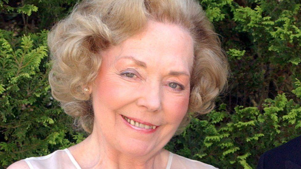 Beryl Nicholas/Tushingham