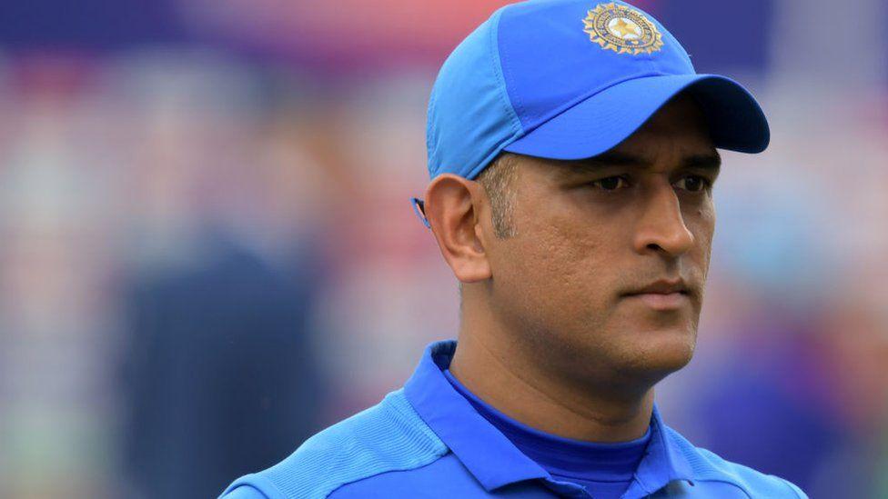 MS Dhoni: Cricket legend MS Dhoni snubbed by India board - BBC News