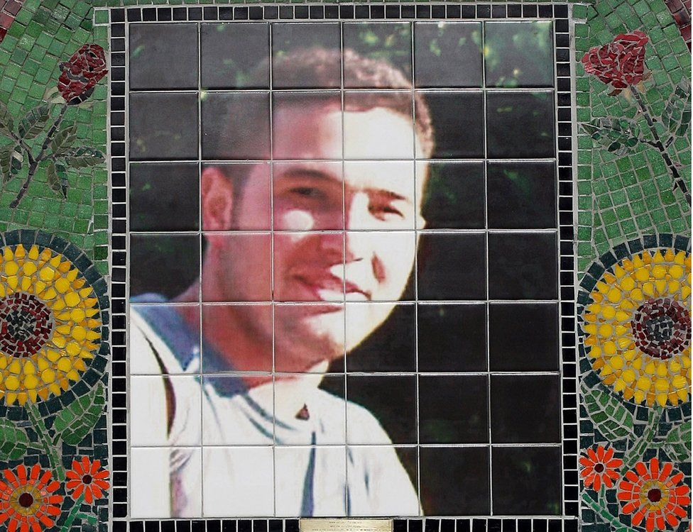 Jean Charles de Menezes memorial mosaic at Stockwell Tube Station