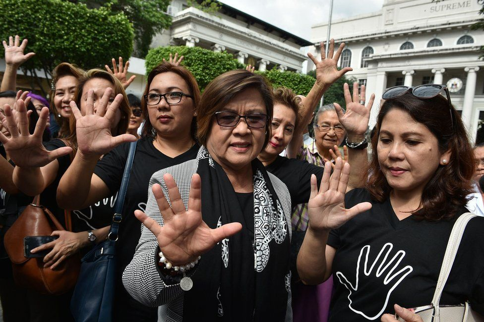 Former justice secretary and human rights chief Senator Leila de Lima (C) gestures with supporters after filing her petition for habeas data against Philippine President Rodrigo Duterte at the supreme court in Manila on 7 November 2016.