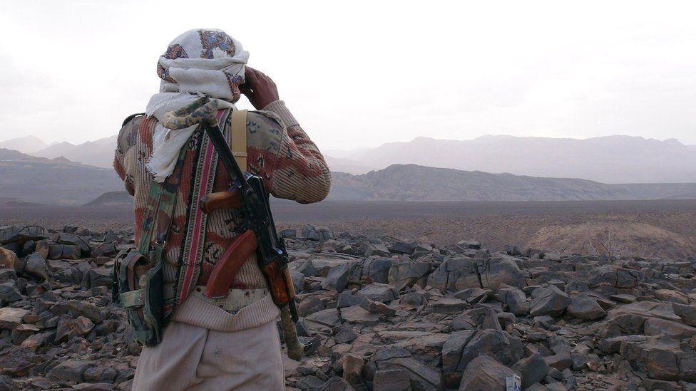 Yemeni tribesman loyal to President Abdrabbuh Mansour Hadi in Marib province (6 May 2015)