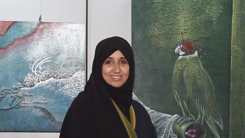 منال الشريعان: فنانة تشكيلية كويتية وقعت في غرام الحرف العربي