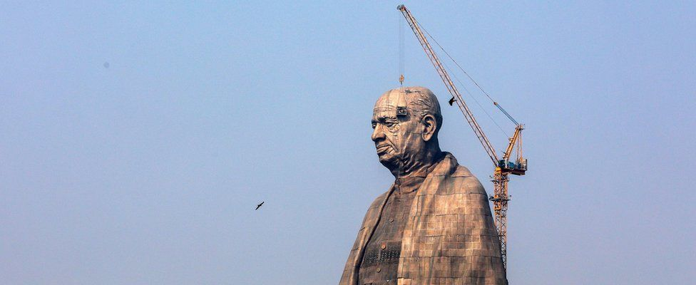 """Indian workers at the construction site of the """"Statue of Unity"""""""