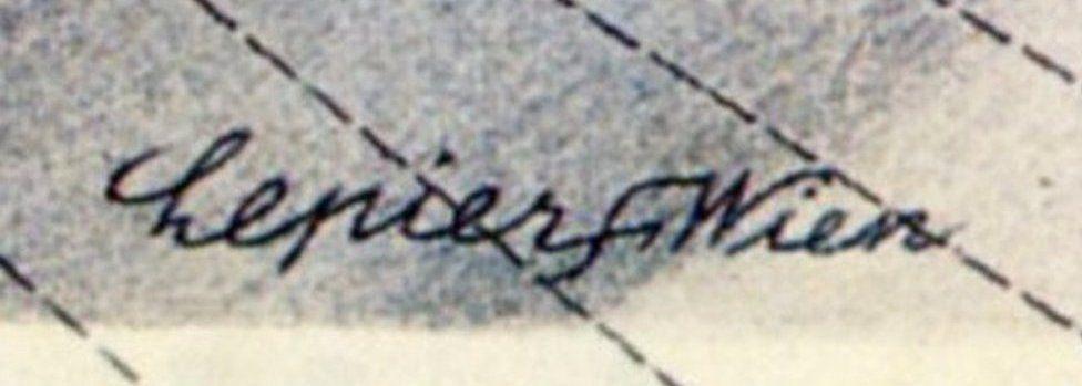 A signature featuring the swastika