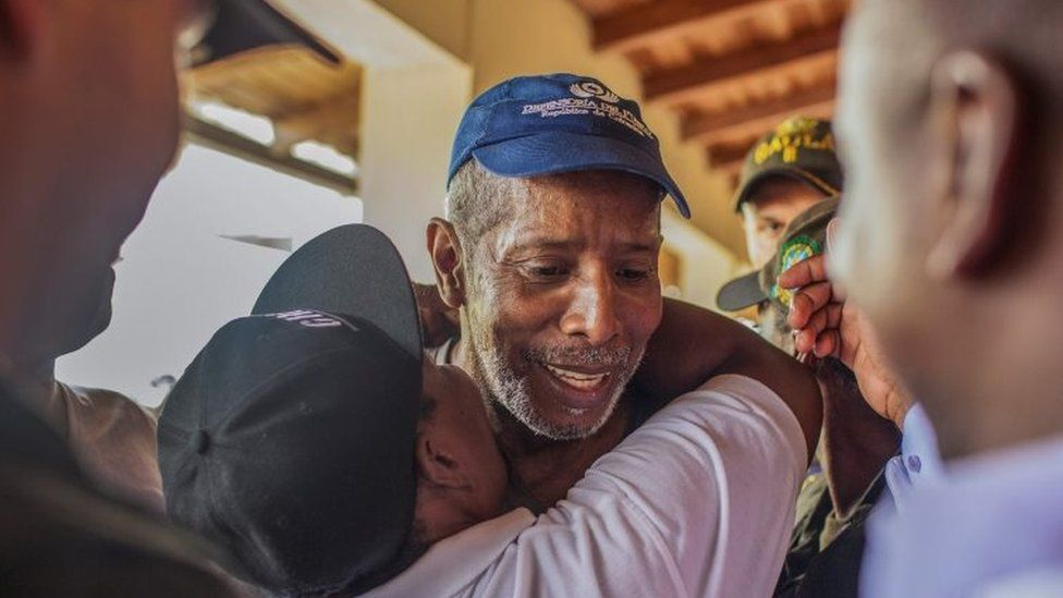 Odin Sanchez, a former lawmaker held captive since April 2016 by the ELN, greets his relatives after being released in Quibdo, Choco department in western Colombia on February 2, 2017