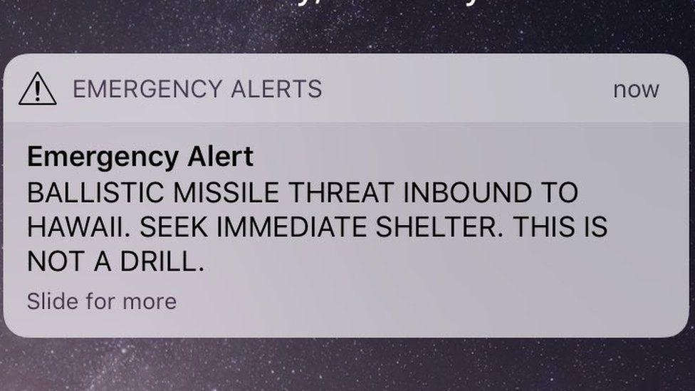 El error tecnológico que explica cómo un funcionario activó una alerta de misil balístico que desató el pánico en Hawái