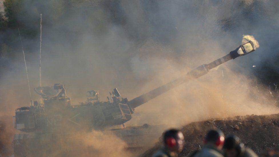 Peluru artileri Israel menargetkan di Jalur Gaza, di Perbatasan IsraelGaza 13 Mei 2021