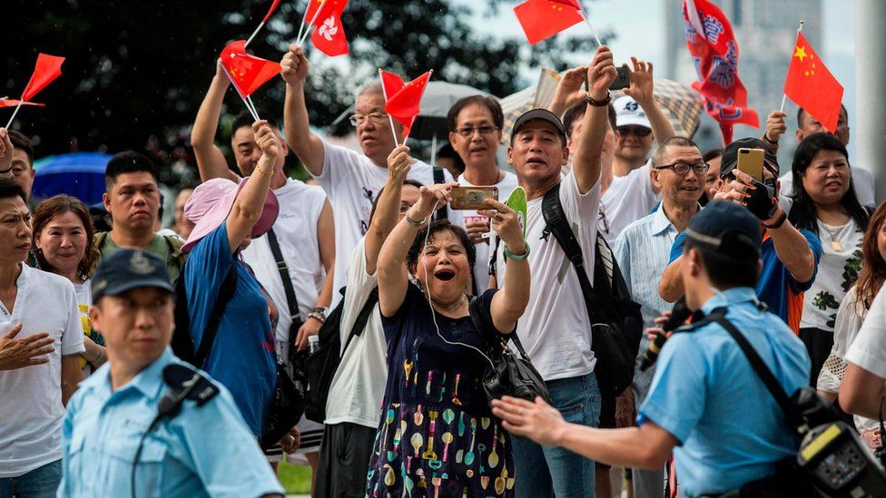 Pro-Beijing protesters in support of police