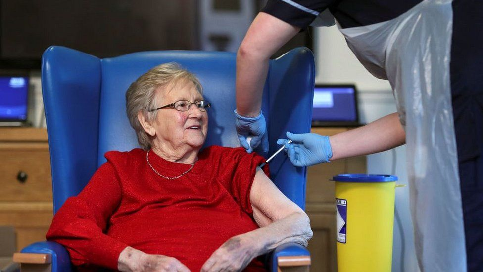elderly woman given vaccine
