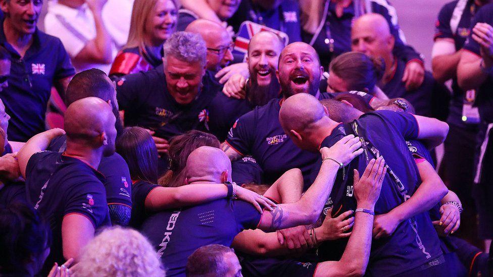 UK competitors at the Invictus Games closing ceremony 2018