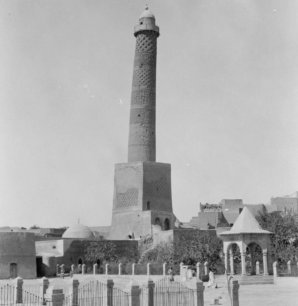 1932 photograph showing Hadba minaret of the Great Mosque of al-Nuri in Mosul
