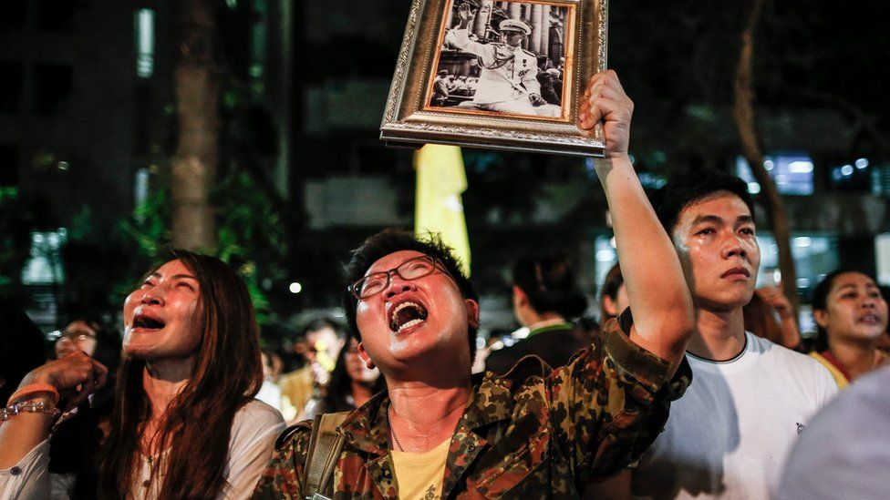 Thai well-wishers mourn for Thai King Bhumibol Adulyadej after the announcement of his death at the Siriraj Hospital in Bangkok, Thailand, 13 October 2016.
