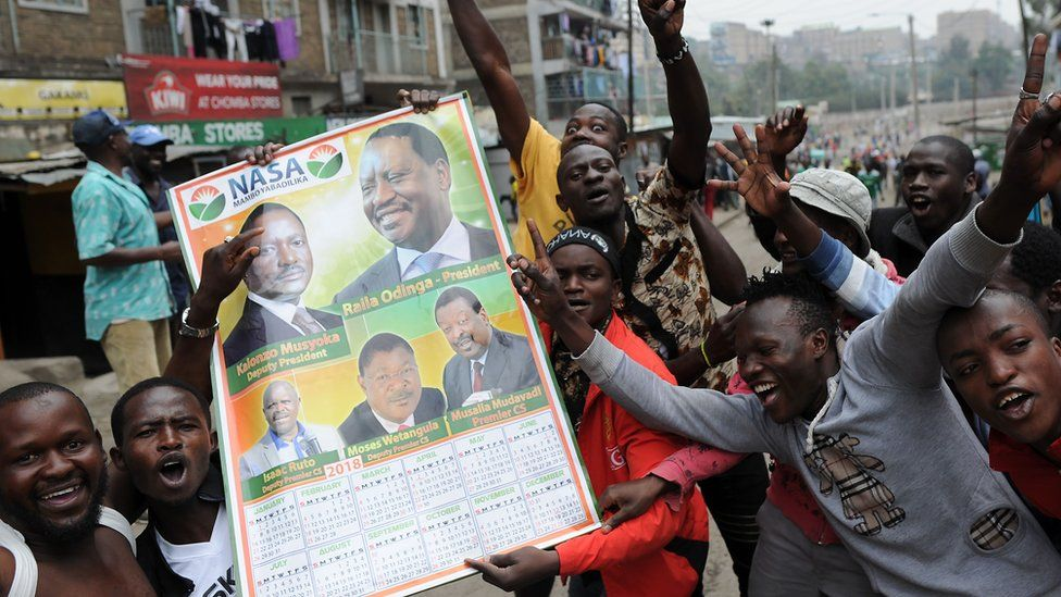 Image shows supporters of opposition candidate Raila Odinga celebrating in the street