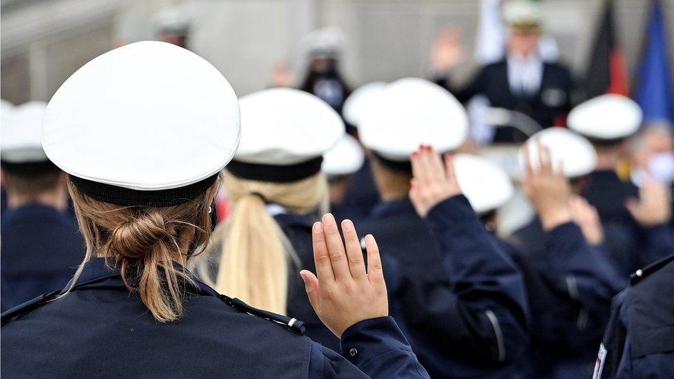 NRW police recruits take oath