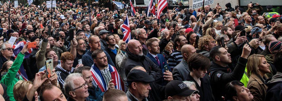 Crowds outside Tommy Robinson court case