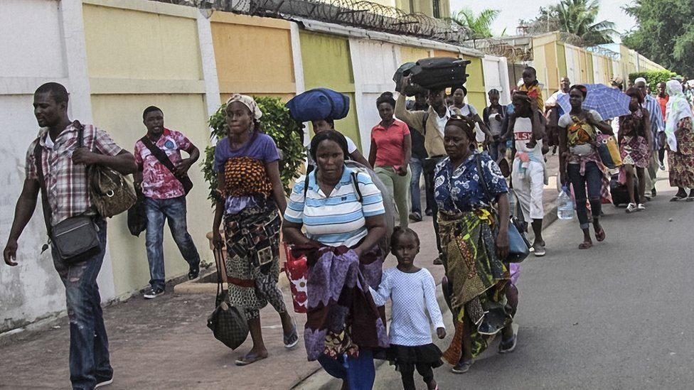 Residents of the southern districts of Brazzaville flee clashes between Congolese security forces and unknown assailants on April 4, 2016.