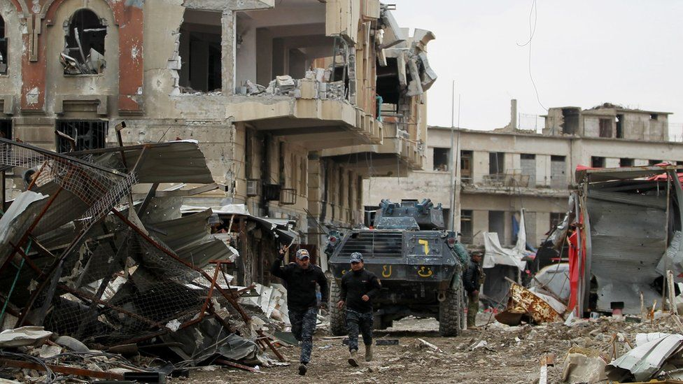 Iraqi forces advance in the Old City in western Mosul on 19 March 2017