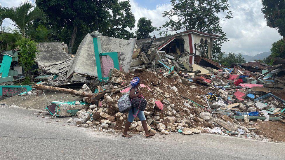 Centro comunitario vudú destruido en Les Cayes, Haití