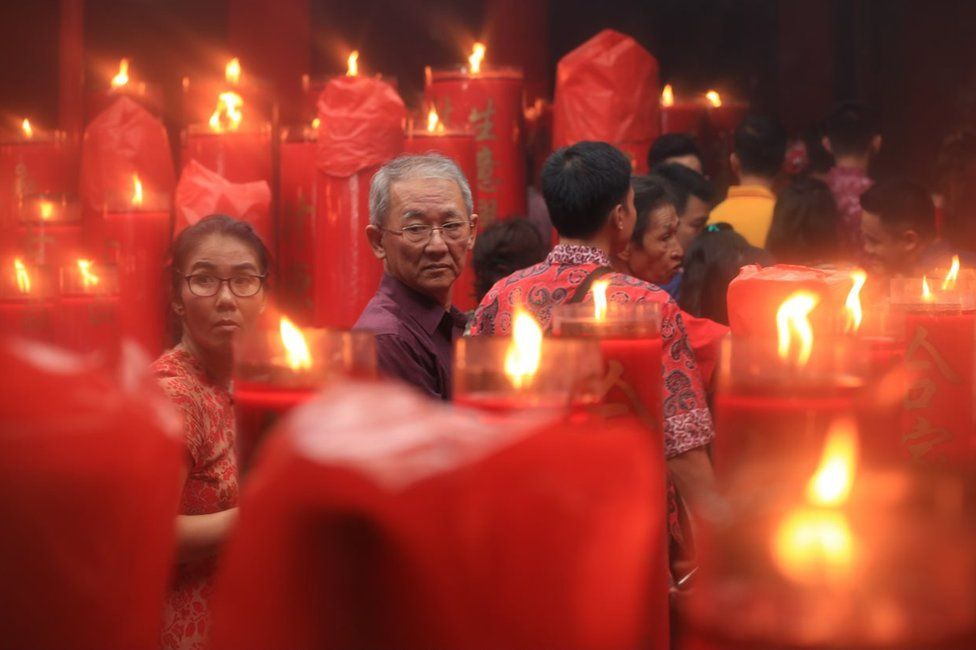 Picture of Chinese Indonesians at a temple in Jakarta