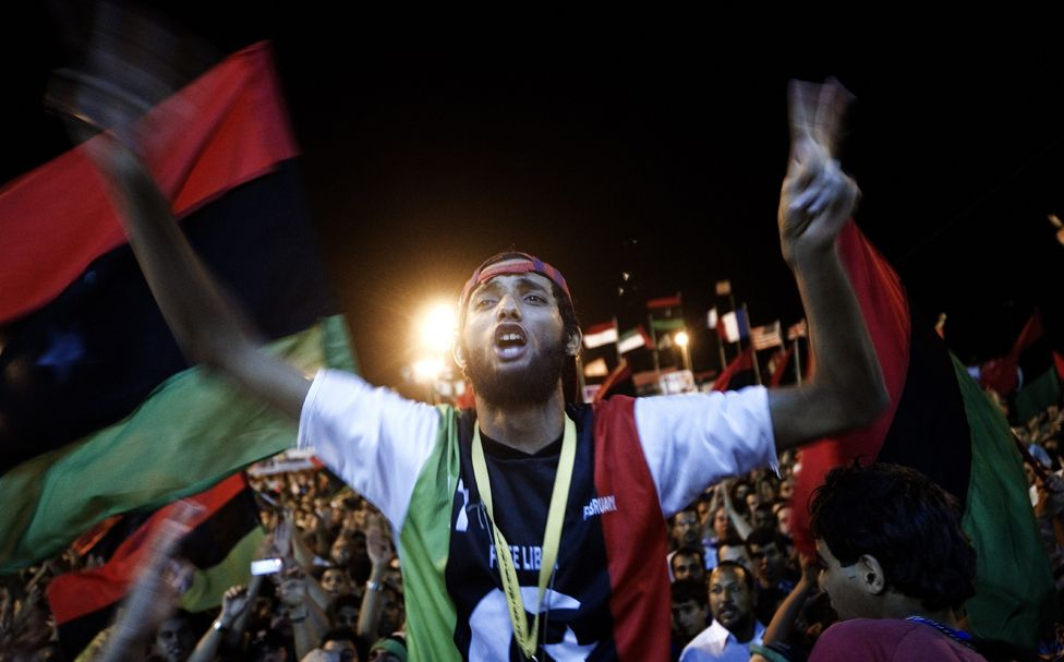 Tens of thousands of Libyans celebrate the arrest of Kadhafi's son Saif al-islam and the partial fall of Tripoli in the hands of the Libyan rebels on August 21, 2011 in Benghazi, Libya