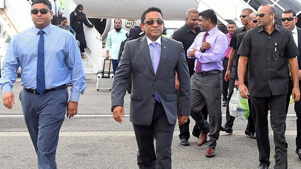 President Abdulla Yameen Abdul Gayoom (C) arriving in Male, Maldives, 28 September 2015 after concluding a private visit to Saudi Arabia
