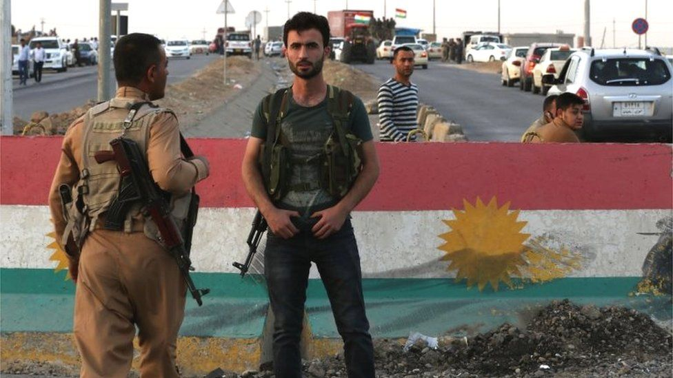 Kurdish security forces at a checkpoint in Altun Kupri (16/10/17)