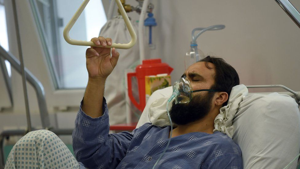 A wounded MSF staff member receives treatment in hospital in Kabul, 6 October 2015.
