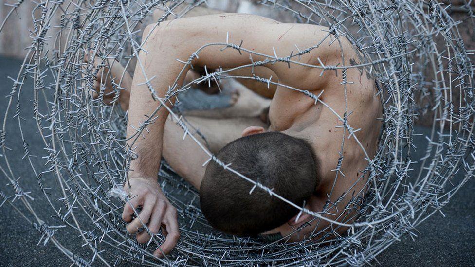Pyotr Pavlensky, Carcass, 2013