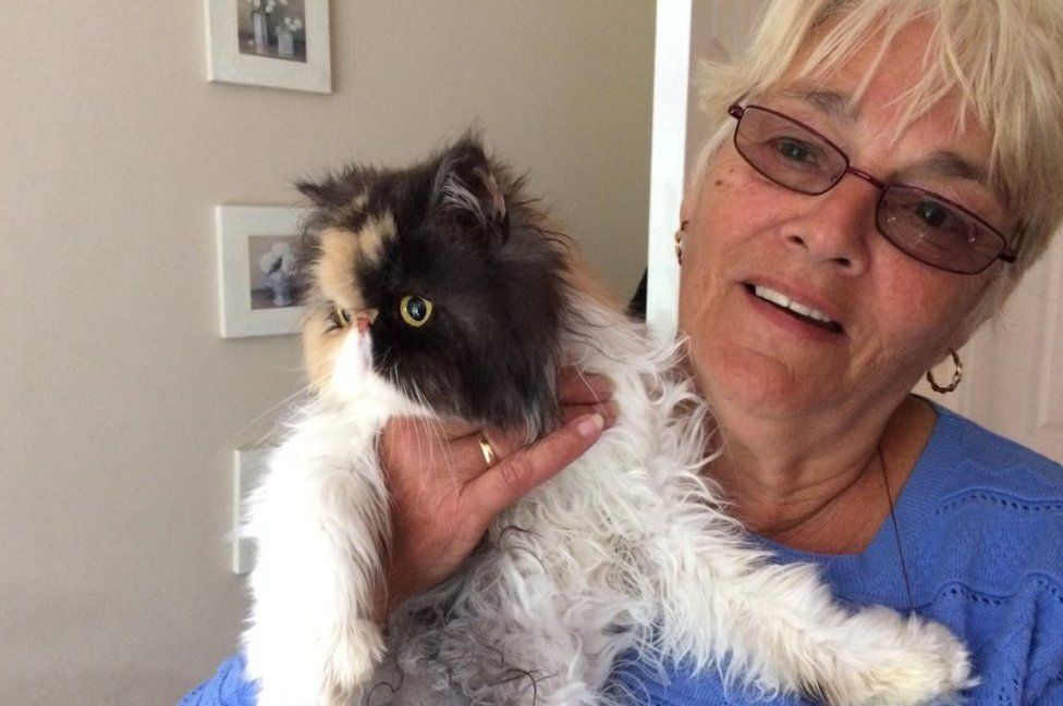 Jean Hart and her cat