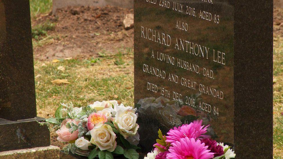 Tony Lee's gravestone