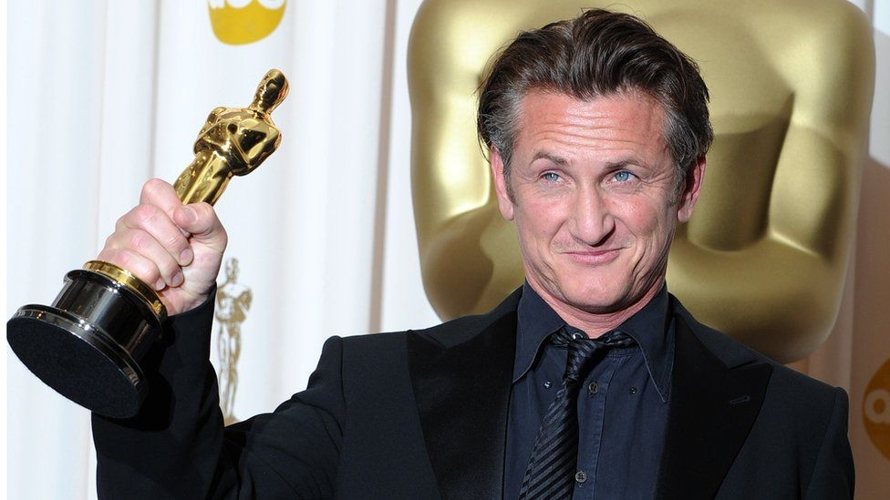 """Actor Sean Penn poses in the press room after winning the Best Actor Oscar award for """"MILK"""" at the 81st Annual Academy Awards (OSCARS) held at Kodak Theatre on February 22, 2009"""