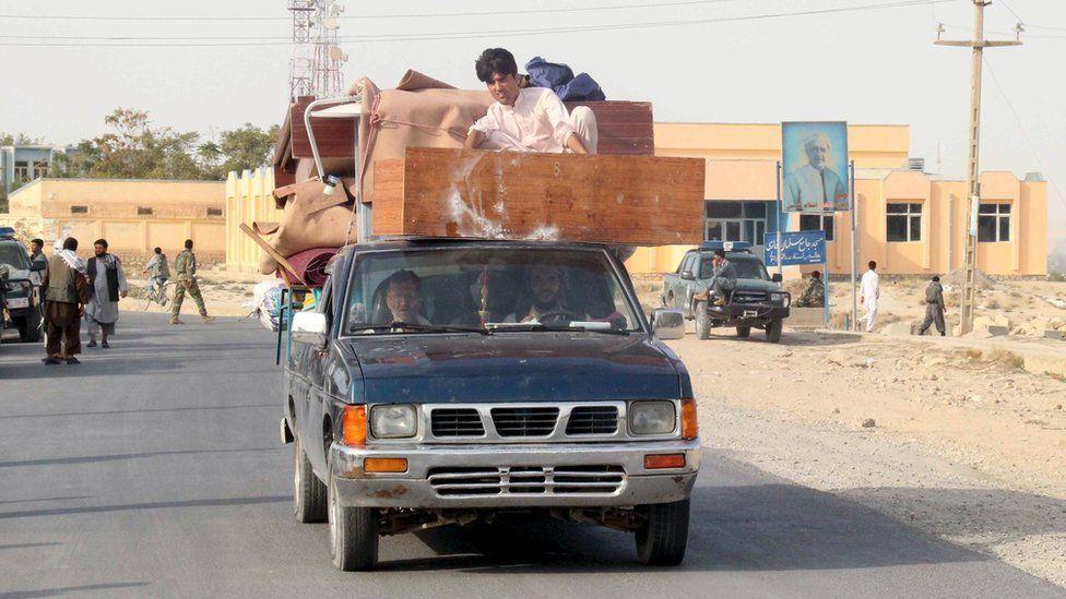 Residents flee Kunduz. 28 Sept 2015