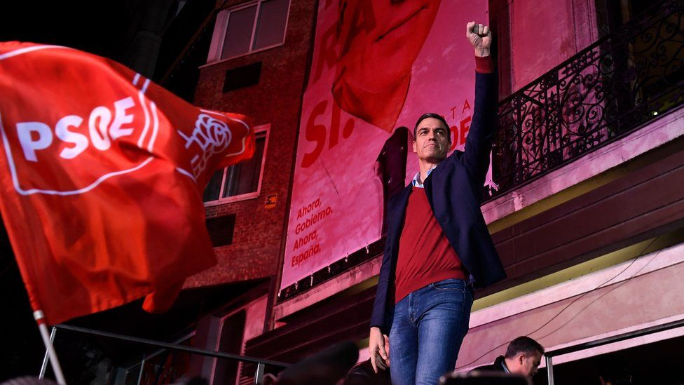 Pedro Sánchez greets supporters