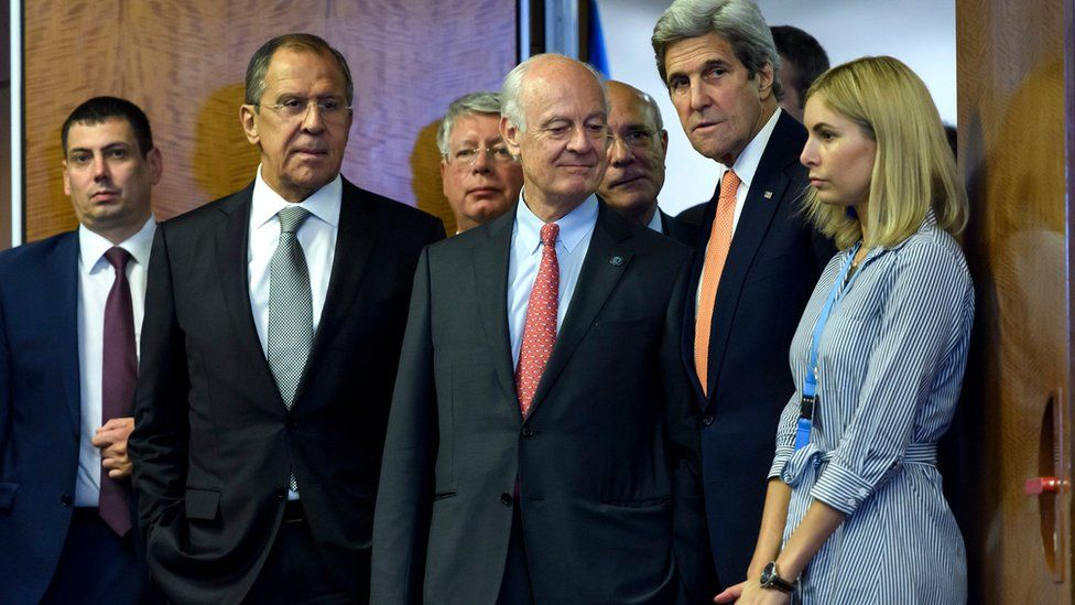 Staffan de Mistura (centre), the UN Special Envoy for the Syria crisis, US Secretary of State John Kerry (second right and Russian Foreign Minister Sergei Lavrov (second left) arrive for a press conference after their meeting in Geneva, Switzerland, 9 September 2016.