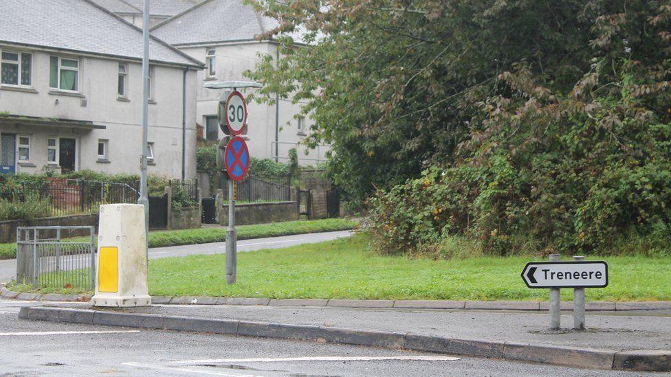 Treneere road sign