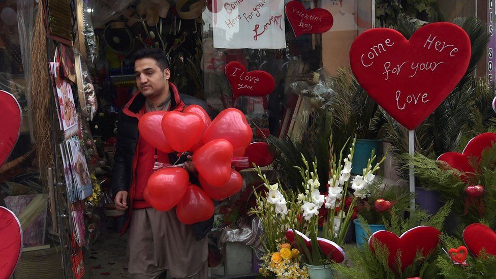 Man in Kabul holding red baloons