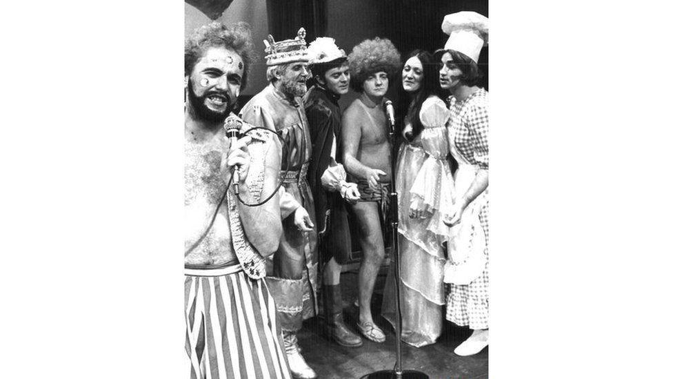 1976: Cast Madog gyda Bryn Williams fel Madog