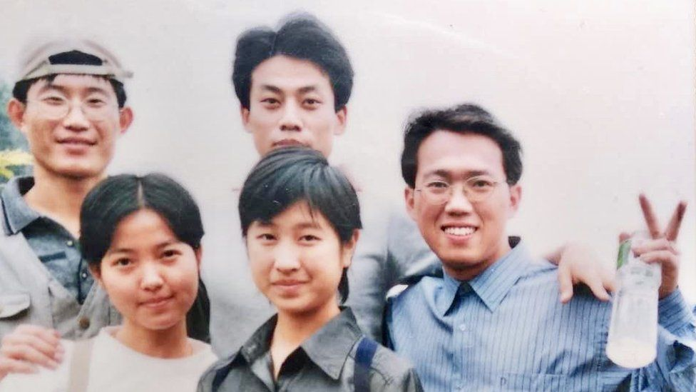 Weiping Qin (right) was a student leader at Guangzhou Maritime College in 1999
