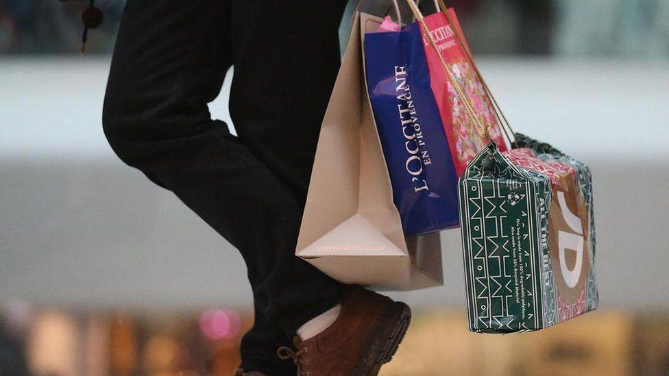 Os consumistas que aceitam o desafio de ficar um ano sem compras